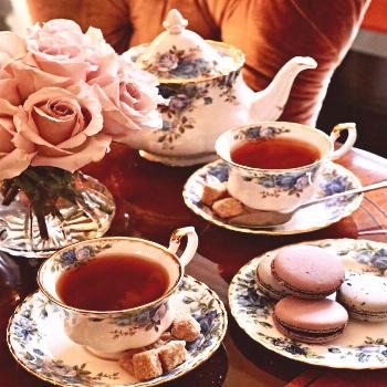 Delightful intimate shot of an afternoon Tea time arrangement! Beautiful roses, delicately detailed
