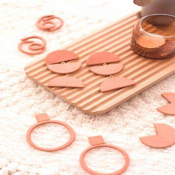 Never get stuck without the perfect accessory. Make your own DIY terracotta air dry clay earrings.
